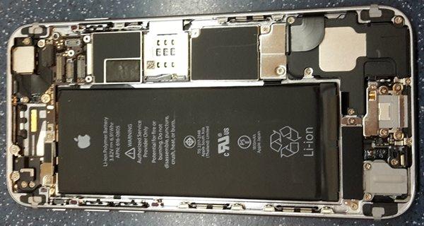 kontrola hliníkového rámu Apple iPhone